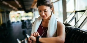 How to monitor your heart rate on an Apple Watch and set it up to notify you of an irregular heart rate or rhythm